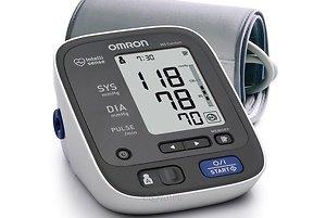 Автоматический тонометр на плечо Omron M5 Comfort с универсальной манжетой и сетевым адаптером в комплекте